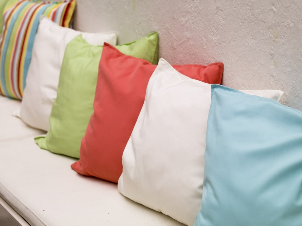 what is a throw pillow